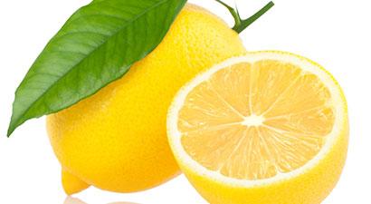 Agua con limón en ayunas: ¿adelgaza?